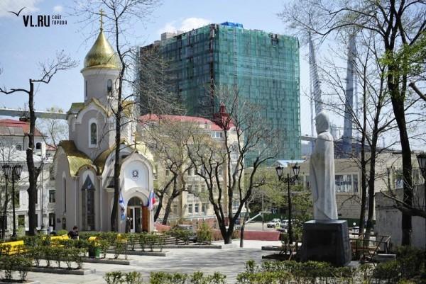 5.-1.-Pamyatnik-Ile-Muromtsu-vo-Vladivostoke-600x401